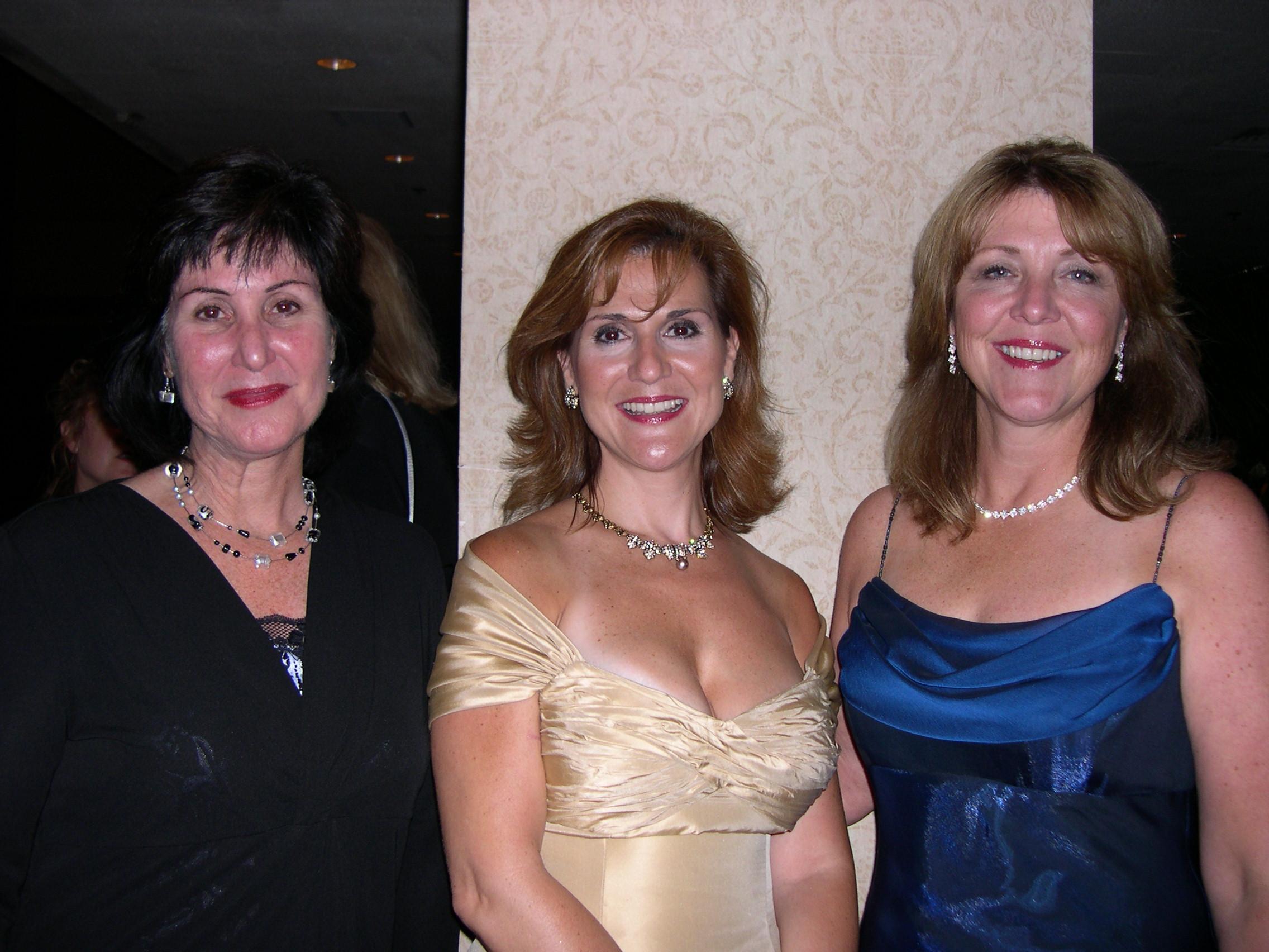 Susan Crandall, Karen White